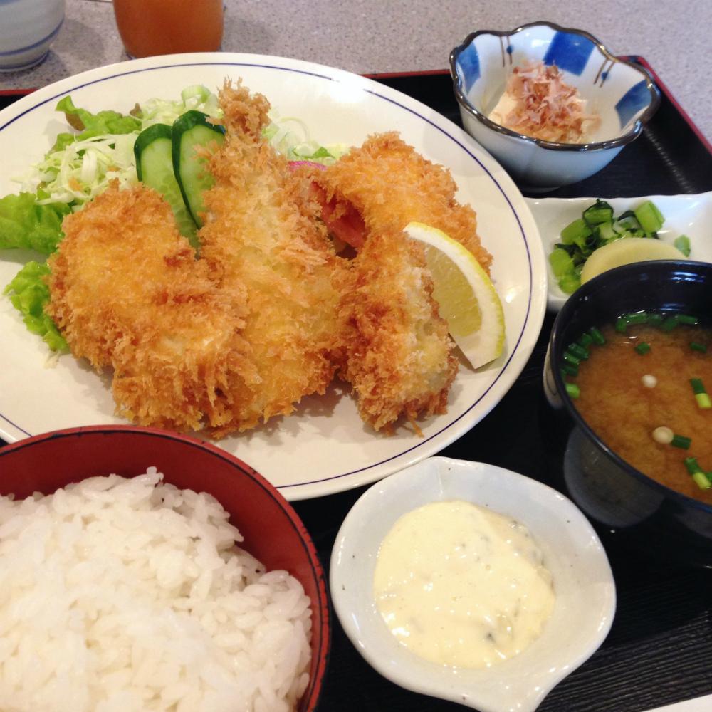 石川町駅・南口そばの昔ながらの安定の定食屋「日浦屋」